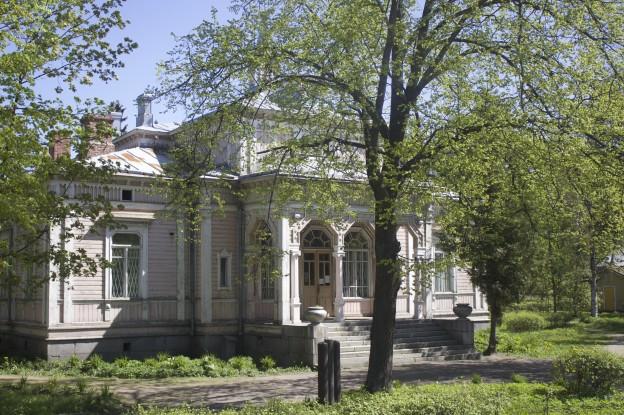 Silloin kun Sortavala oli suomalaisten oma, tässä toimi kaupungintalo, jossa oli Yleisradion studio.