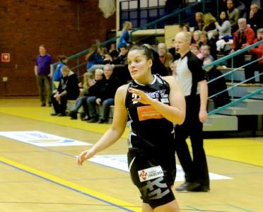 Nyt ToPoa edustava Dionne Pounds pelasi myös vuosi sitten välierissä Äänekoskella, silloin Catzin paidassa.
