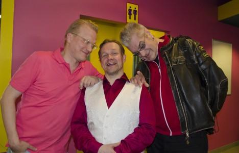 Timo Kärkkäinen, Puntti Valtonen ja Jussi Lampi lähettivät kovasti iloisia terveisiä Äänekoskelle.
