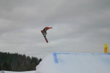 Kuva slopestyle -kisasta (kuvaaja Mauri Heikkilä)