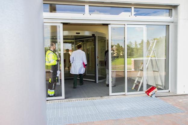 terveys-asema-ovi-lääkäri-sisäänkäynti