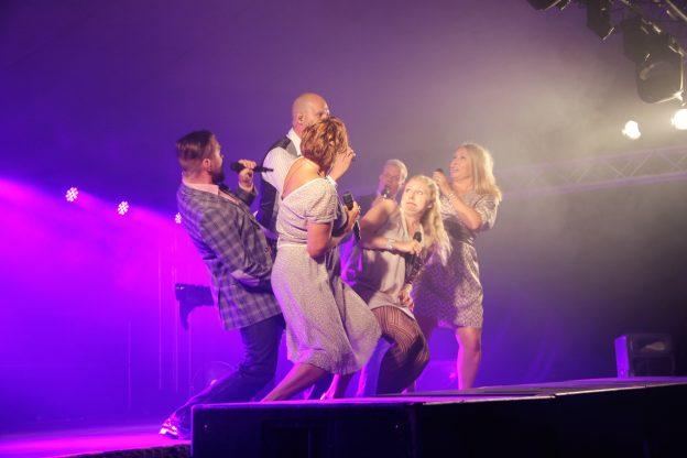 Keitelejazzit päätti tänä vuonna upea Rajaton. Vuonna 1997 perustettu Rajaton on kuuden taitavan jäsenen a cappella -lauluyhtye. Kuva: Inka Plattonen.