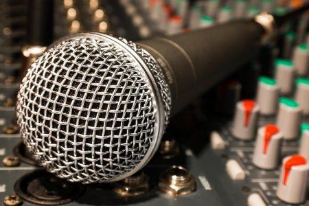 microphone-626618_960_720
