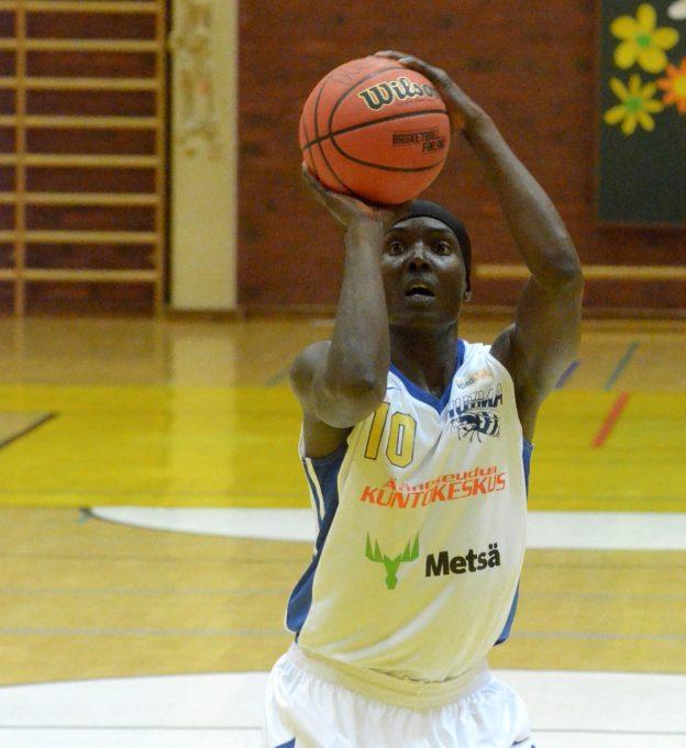 Kenya Robinson ei ole vielä kertonut jatkaako pelaamista vielä ensi kaudella. (arkistokuva)