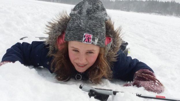Pehmeä lasku urheilulomaan! Kuvassa Konginkankaan koulun 5.lk:n Moona Aaltonen.