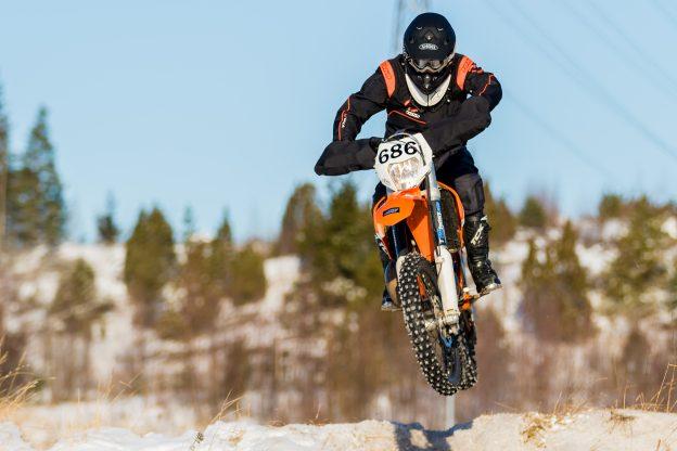 Santtu laittaa KTM:n lentoon viikonloppuna Päitsissä.