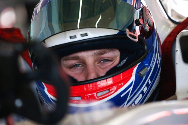 Kurkkaako kypärästä tuleva F1-kuski?