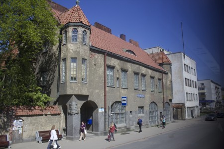 Komeita on suomalaisten arkkitehtien tehtailemat talot.