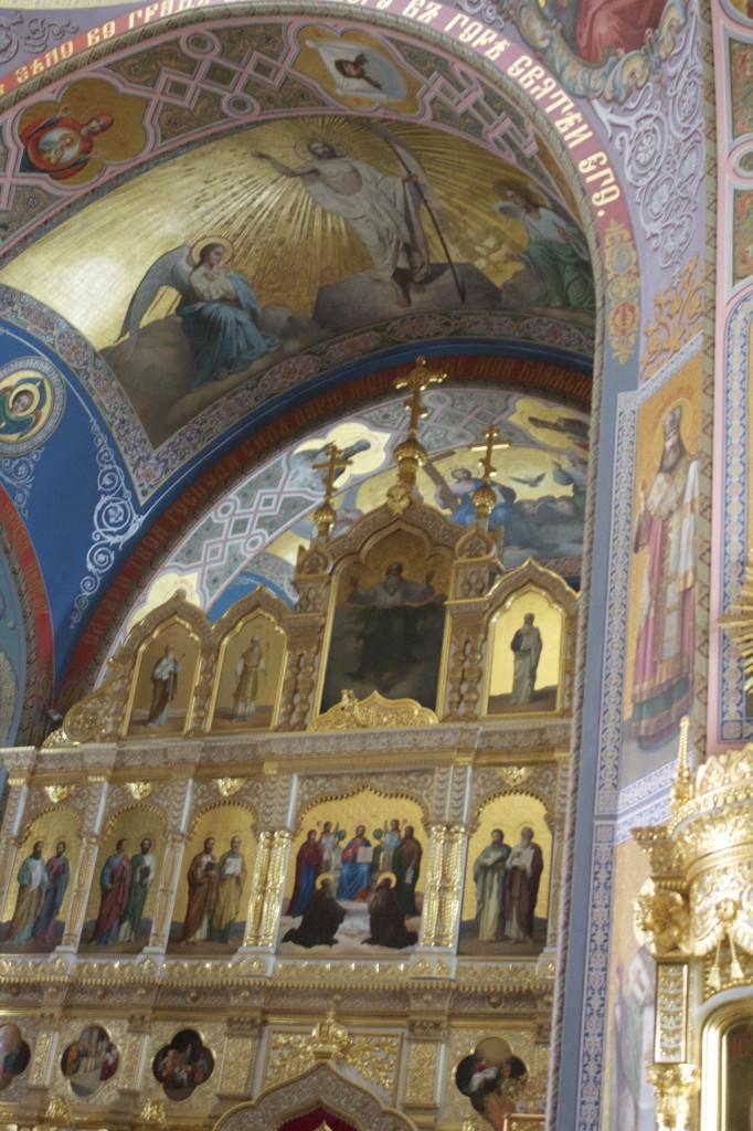Luostarin pääkirkon ikonostaasi.