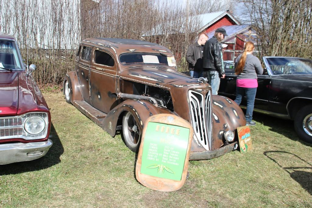 Tämä vanha Dodge oli yksi tapahtuman ihailluimmista autoista.