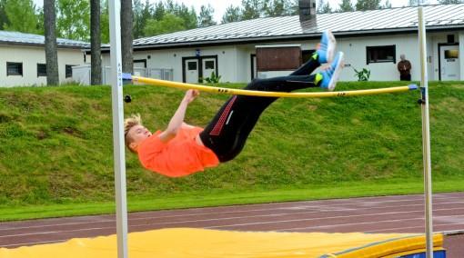 Arttu Mattila oli lähellä uutta Suomen ennätystä. Kolmannessa yrityksessä pohkeet toivat riman alas.