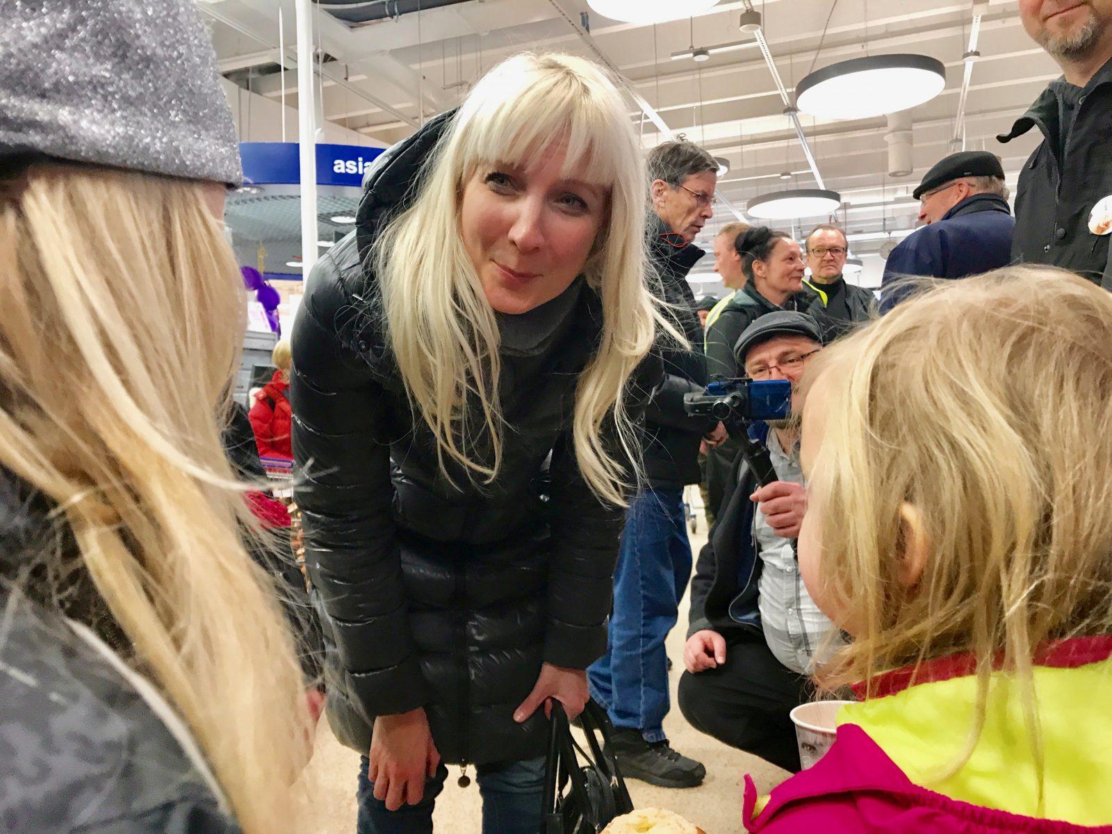 Laura Huhtasaari Koulutus