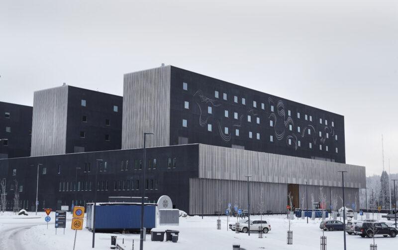 Huoli syöpäpotilaiden hoidon saamisesta Keski-Suomessa sai turhan suuren huomion – Hoito paranee entisestään, vakuutetaan sairaanhoitopiirin johdosta