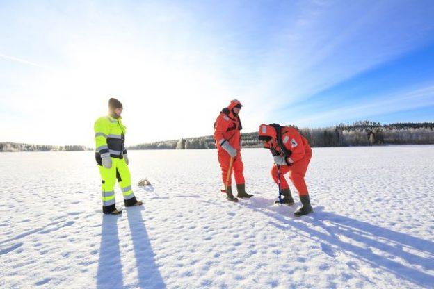 Vuoden 2021 jäänvahvuuden seuranta on aloitettu Äänekosken Kuhnamo-järvellä