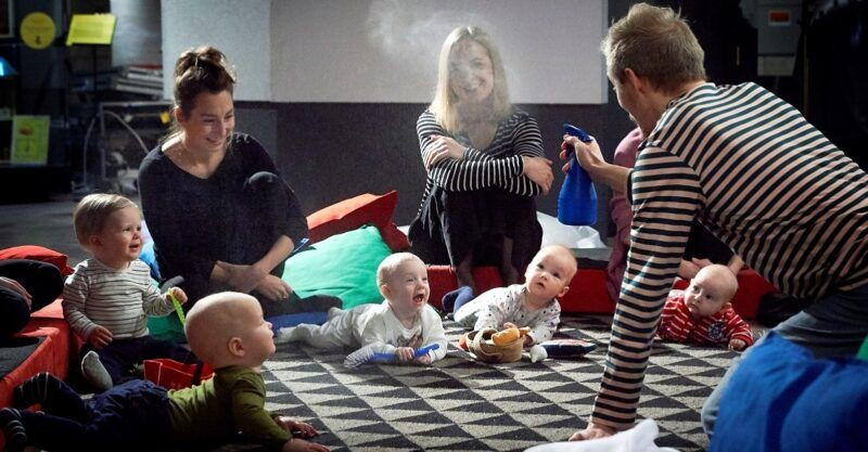 Vauvateatteria kirjastoilla Suolahdessa ja Äänekoskella